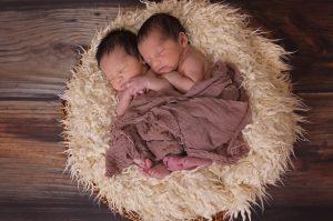 中外混血:一胎照书养,二胎当猪养